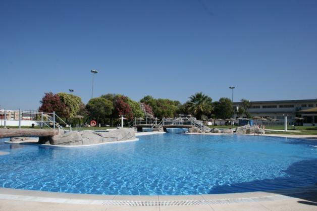 Importantes novedades en el uso de las piscinas for Piscina municipal cordoba